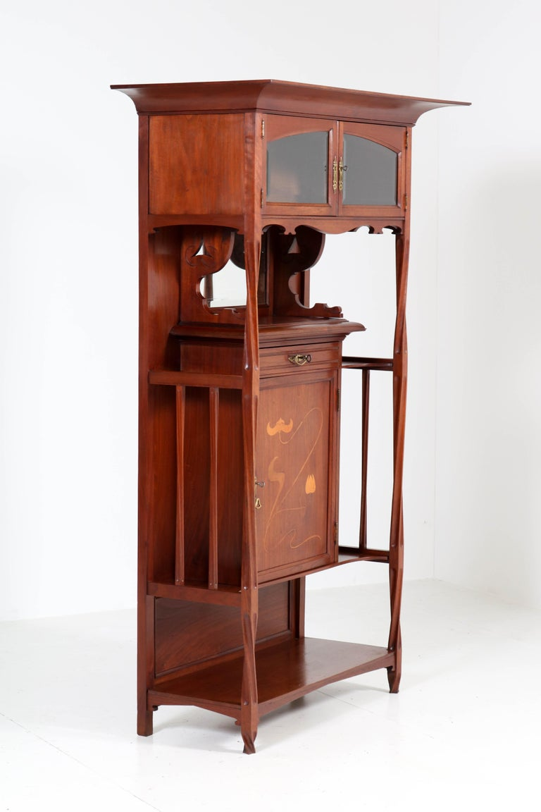 Magnificent and rare Arts & Crafts Art Nouveau cabinet. Design by Royal H.P. Mutters & Zoon Den Haag. This famous Dutch company made furniture for the Dutch Royal family and also designed some cabins for the Titanic. Striking Dutch design from