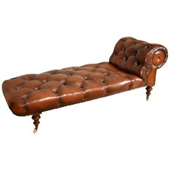 Walnut Chaise of Stunning Quality Mid-19th Century