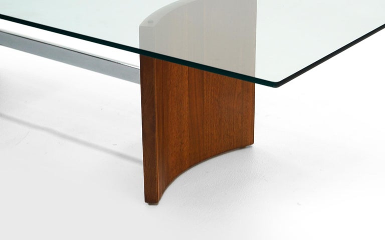 Walnut, Chrome and Glass Coffee Table by Vladimir Kagan for Selig, 1960s In Good Condition For Sale In Kansas City, MO