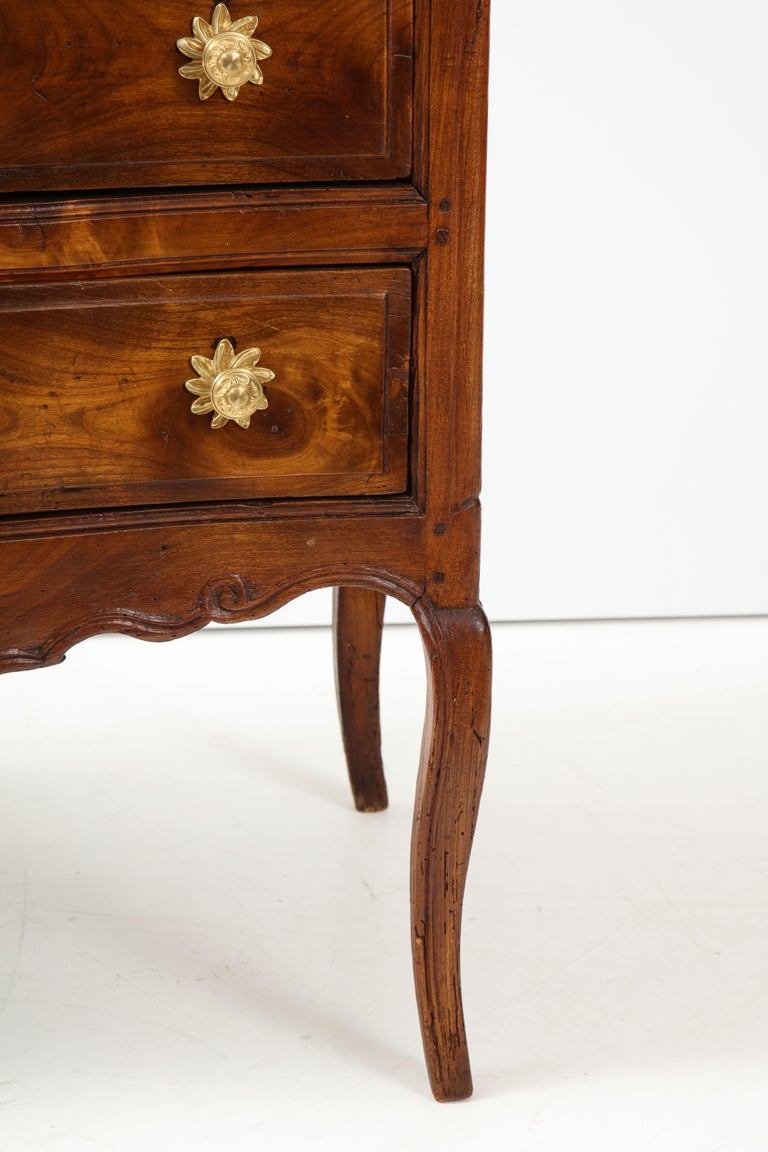 18th Century Walnut Commode For Sale