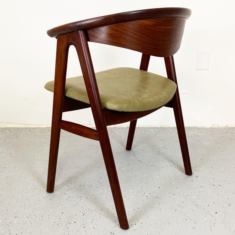 Walnut Compass Chair by Erik Kirkegaard for Høng Stolefabrik and DUX In Good Condition In Raleigh, NC