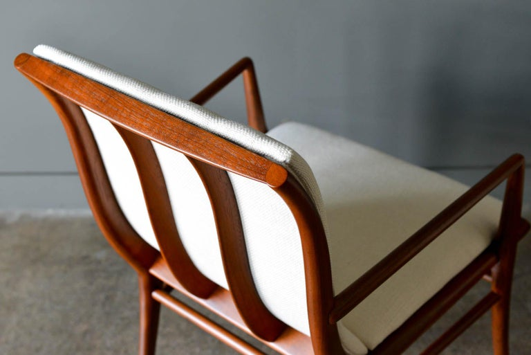 Walnut Dining Chairs by T.H. Robsjohn-Gibbings for Widdicomb, ca. 1960 For Sale 4