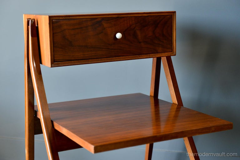 Walnut Floating a Frame Nightstands by Kipp Stewart for Drexel, 1958 In Good Condition For Sale In Costa Mesa, CA