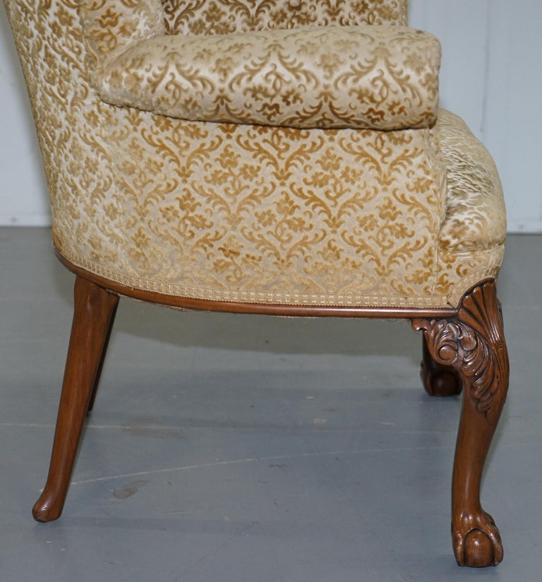 Walnut George II Style Claw and Ball Acanthus Carved Legs Chesterfield Armchair For Sale 5