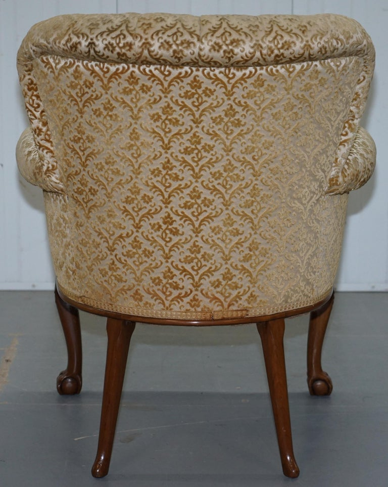 Walnut George II Style Claw and Ball Acanthus Carved Legs Chesterfield Armchair For Sale 6