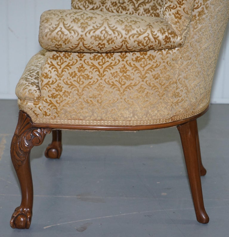Walnut George II Style Claw and Ball Acanthus Carved Legs Chesterfield Armchair For Sale 9