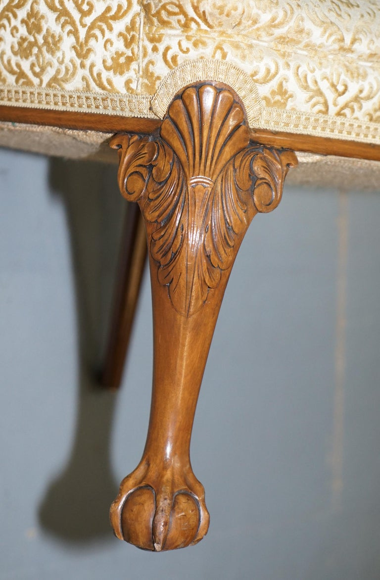 Walnut George II Style Claw and Ball Acanthus Carved Legs Chesterfield Armchair For Sale 12