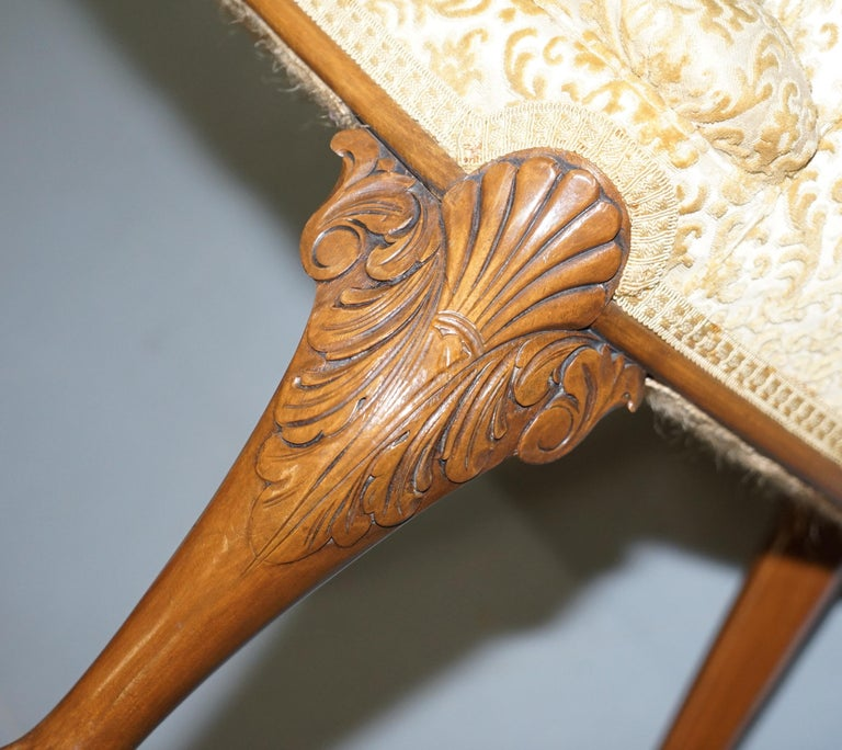 Walnut George II Style Claw and Ball Acanthus Carved Legs Chesterfield Armchair For Sale 13