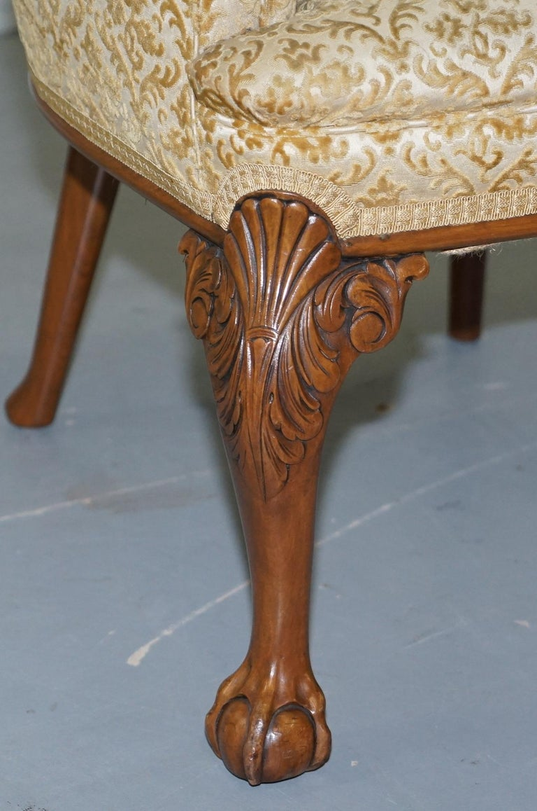 Walnut George II Style Claw and Ball Acanthus Carved Legs Chesterfield Armchair For Sale 2