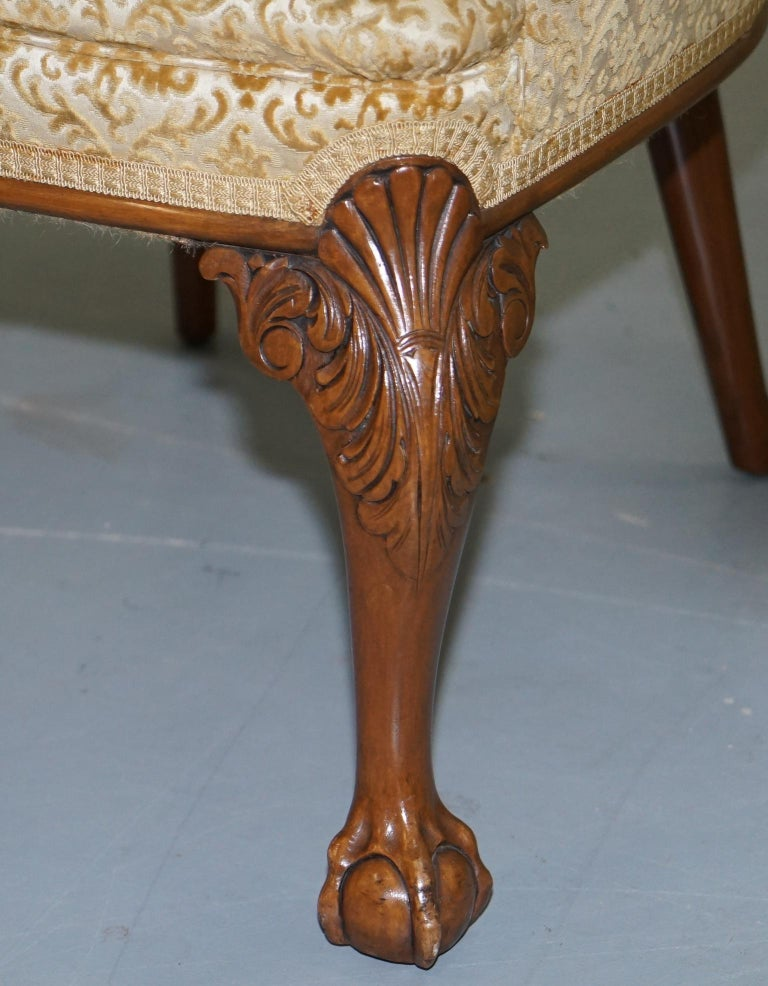 Walnut George II Style Claw and Ball Acanthus Carved Legs Chesterfield Armchair For Sale 3
