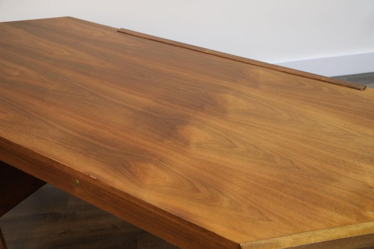 Walnut Hexagon Desk by Edward Wormley for Dunbar, Signed, circa 1960 For Sale 4