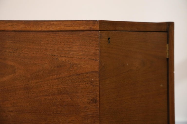 Walnut Hexagon Desk by Edward Wormley for Dunbar, Signed, circa 1960 For Sale 10