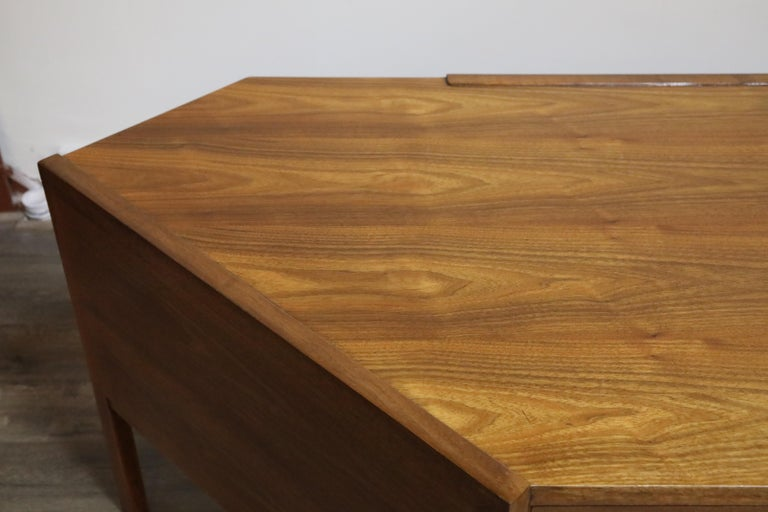 Walnut Hexagon Desk by Edward Wormley for Dunbar, Signed, circa 1960 For Sale 1