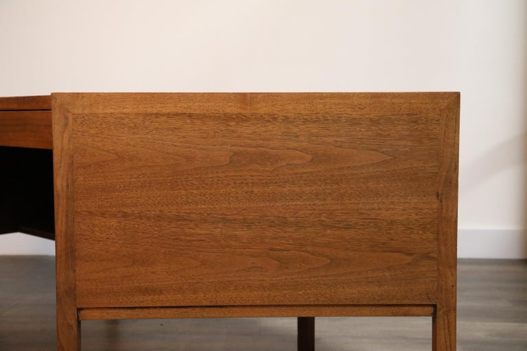 Walnut Hexagon Desk by Edward Wormley for Dunbar, Signed, circa 1960 For Sale 2