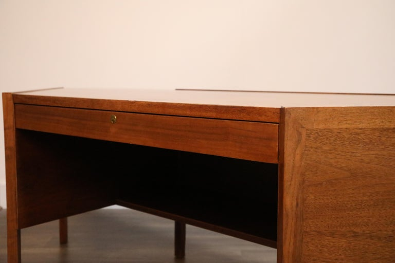 Walnut Hexagon Desk by Edward Wormley for Dunbar, Signed, circa 1960 For Sale 3