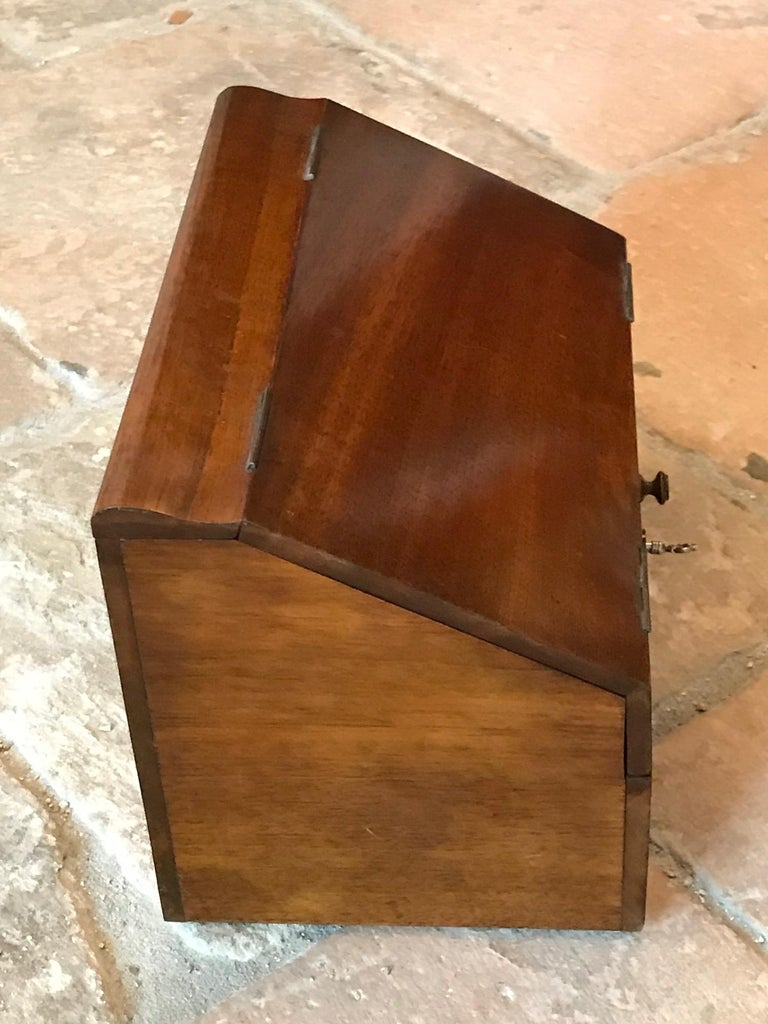 Walnut Letterbox, early 20th Century In Good Condition For Sale In Unteriberg, Schwyz
