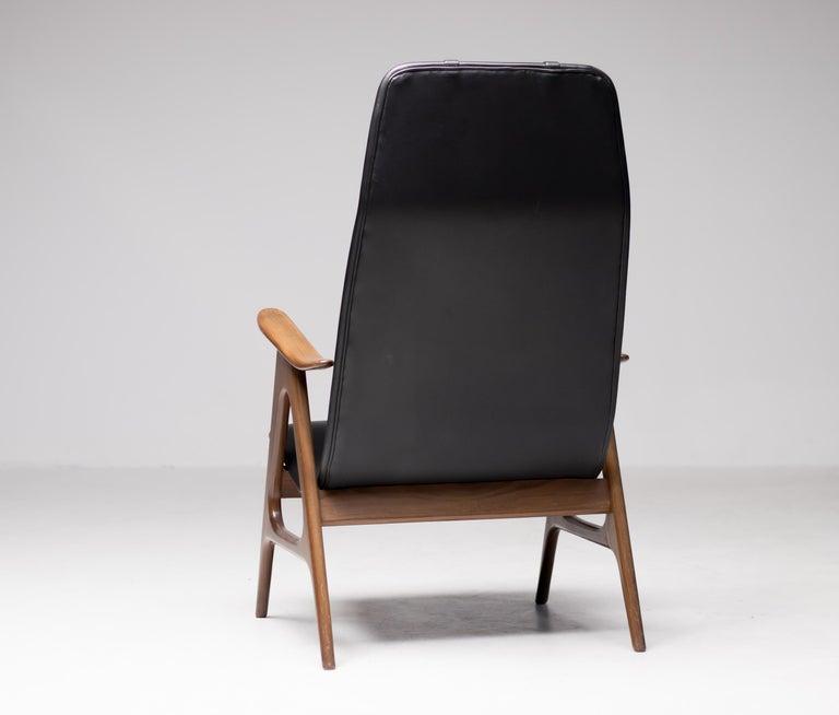Walnut Lounge Chair by Louis van Teeffelen For Sale 1