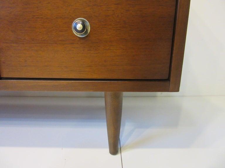 Mid Century Credenza / Cabinet in Walnut  For Sale 4