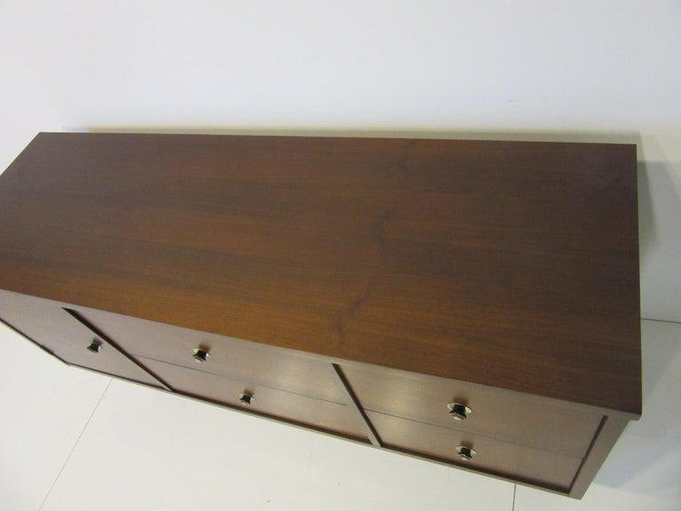 Mid Century Credenza / Cabinet in Walnut  For Sale 3