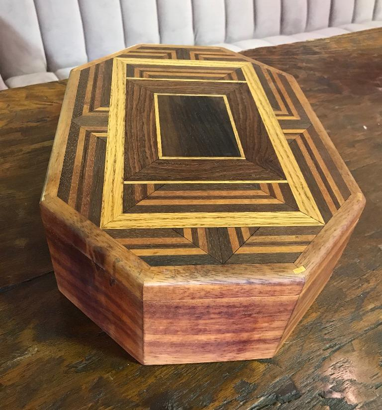Walnut, Oak, Koa, Mahogany, Brazilian Rosewood Inlaid Octagonal Sided Box In Good Condition For Sale In Studio City, CA