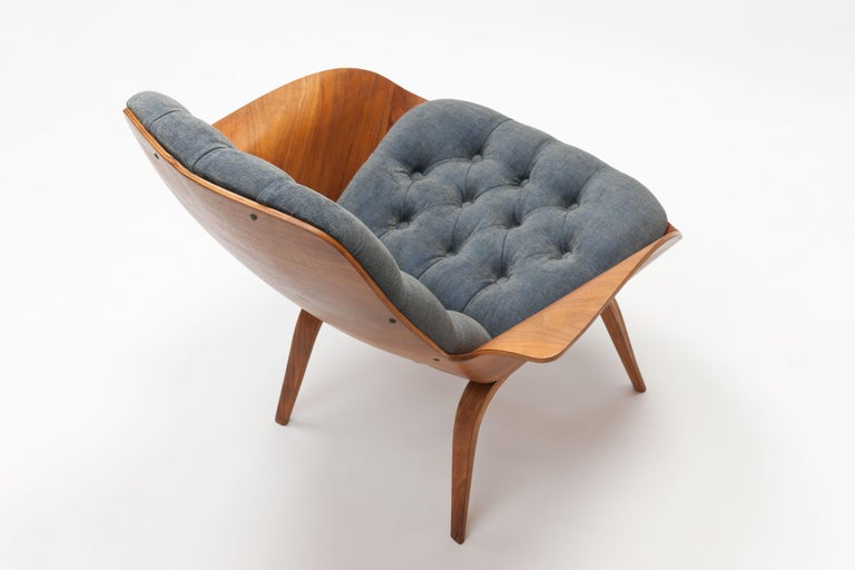 American walnut plywood lounge chair from the 1960s by American designer George Mulhauser. This is a smaller version with more rarely seen wooden legs of the larger, and more famous,