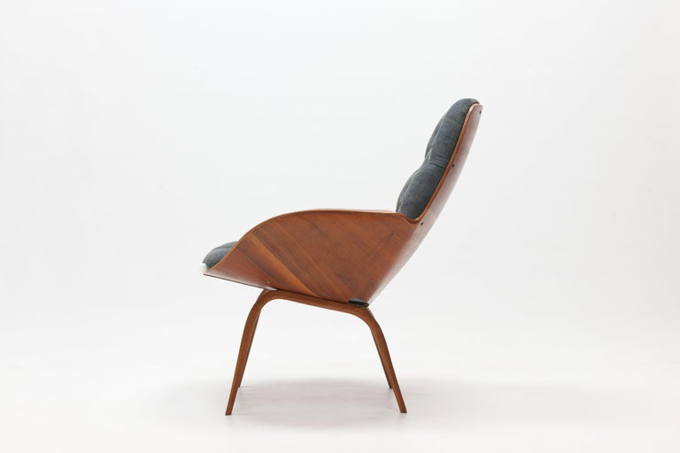 American Walnut Plywood 'Mrs' Lounge Chair by George Mulhauser by Plycraft For Sale