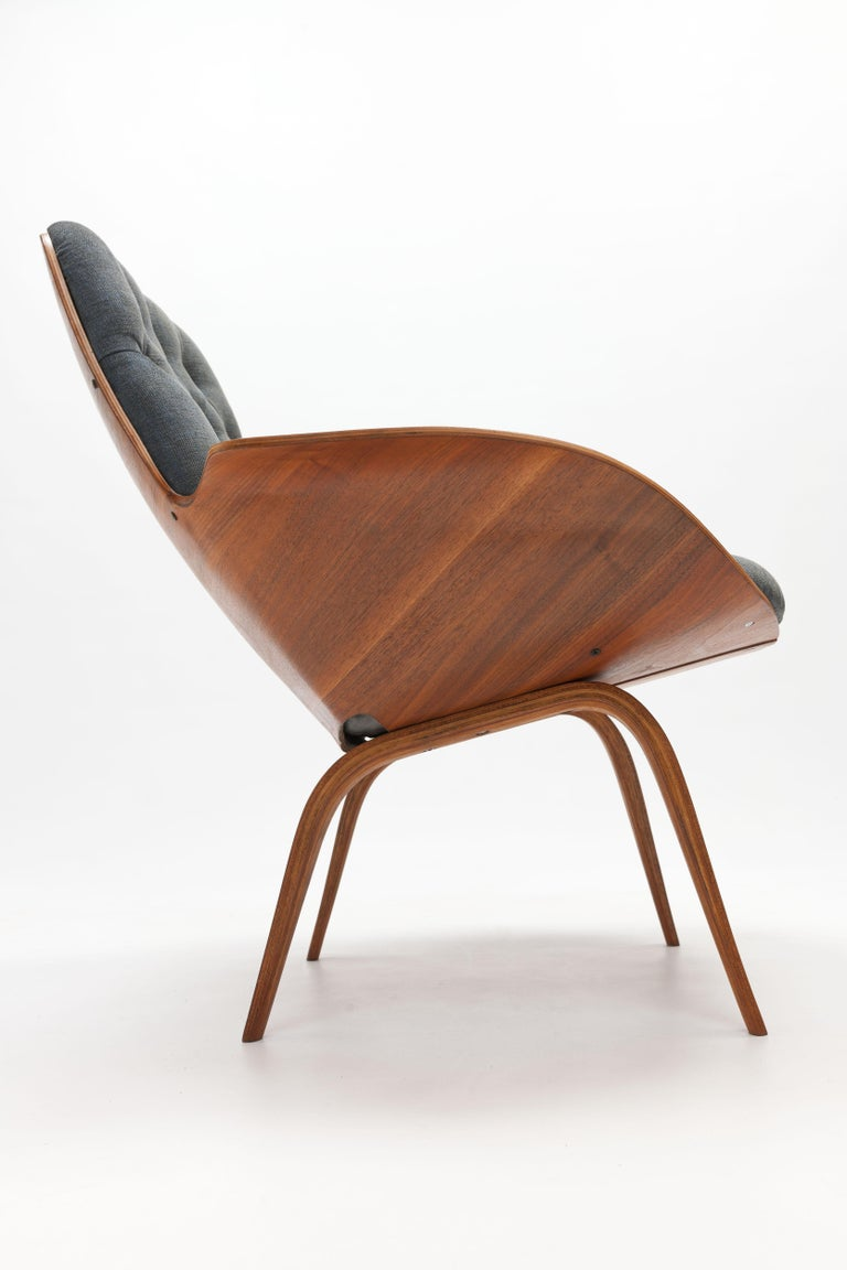 Walnut Plywood 'Mrs' Lounge Chair by George Mulhauser by Plycraft In Good Condition For Sale In Utrecht, NL
