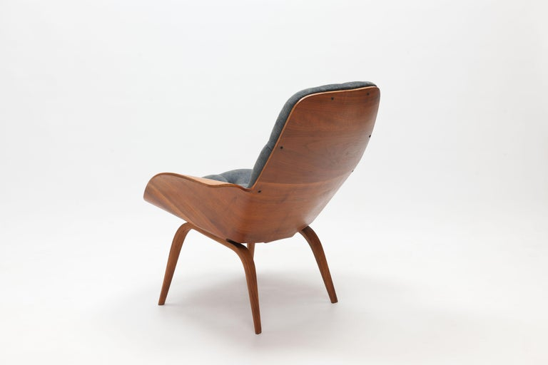 Mid-20th Century Walnut Plywood 'Mrs' Lounge Chair by George Mulhauser by Plycraft For Sale