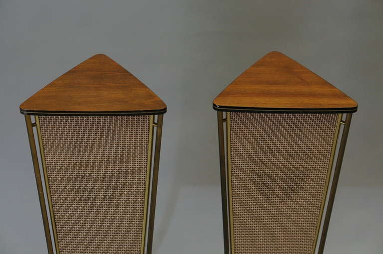 Walnut Schaub Lorenz End Table Speakers In Good Condition For Sale In Antwerp, BE