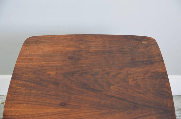 Walnut Side Table by Lane In Good Condition For Sale In Los Angeles, CA