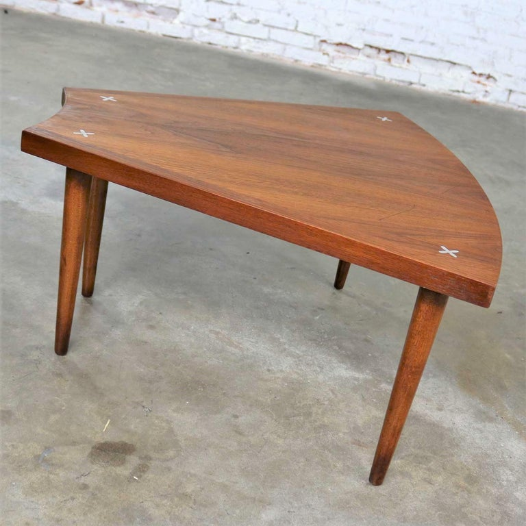 Mid-Century Modern Walnut Wedge Shape End Table Attributed to Merton Gershun for American of Martin