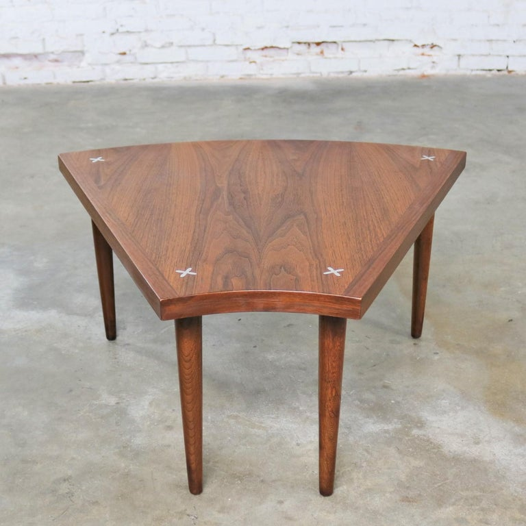 Walnut Wedge Shape End Table Attributed to Merton Gershun for American of Martin In Good Condition In Topeka, KS
