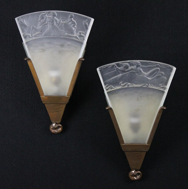 English Walter Gilbert and John Walsh Walsh Pair of Art Deco Glass and Bronze Wall Lamps For Sale