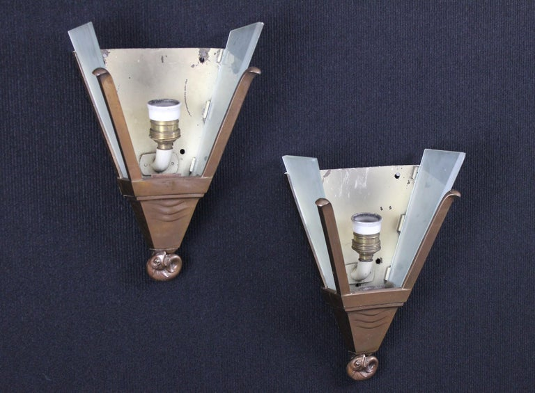Walter Gilbert and John Walsh Walsh Pair of Art Deco Glass and Bronze Wall Lamps For Sale 3