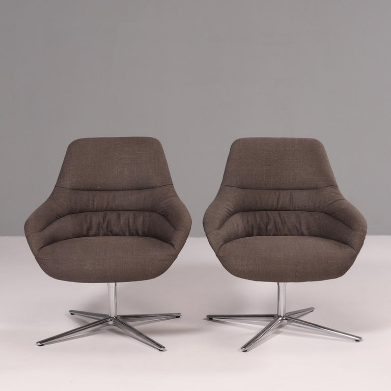 Designed by PearsonLlyod for Walter Knoll, the Kyo lounge chair offers the perfect balance of comfort and style.  The moulded bucket seat features a high back and is curved to create integrated back and armrests.  Fully upholstered in 'Timber'