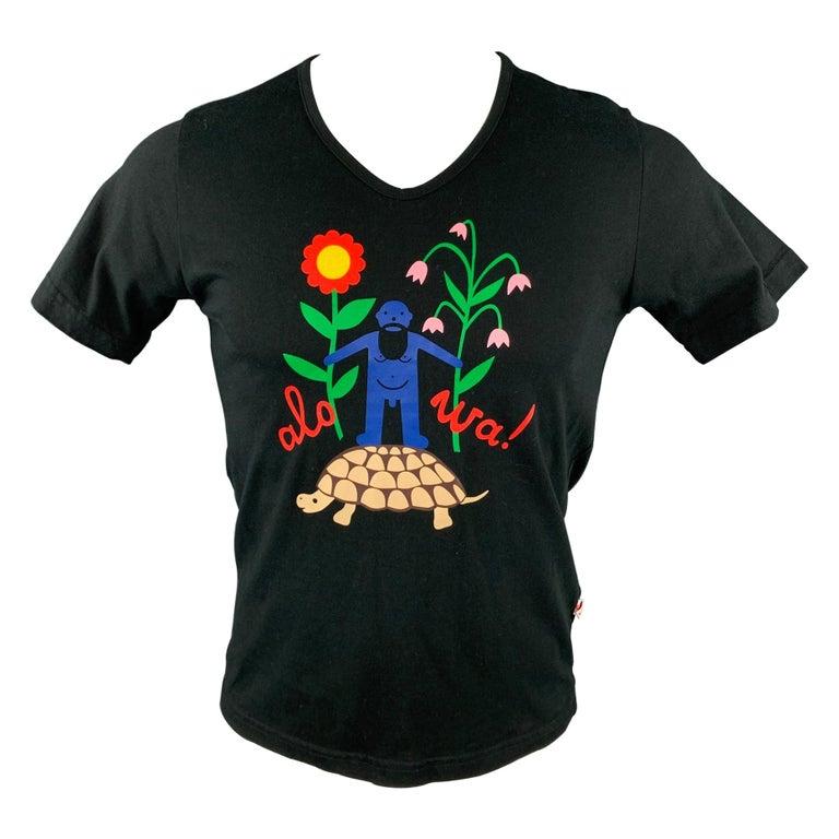 WALTER VAN BEIRENDONCK Size M Black Graphic Cotton V-Neck T-shirt For Sale