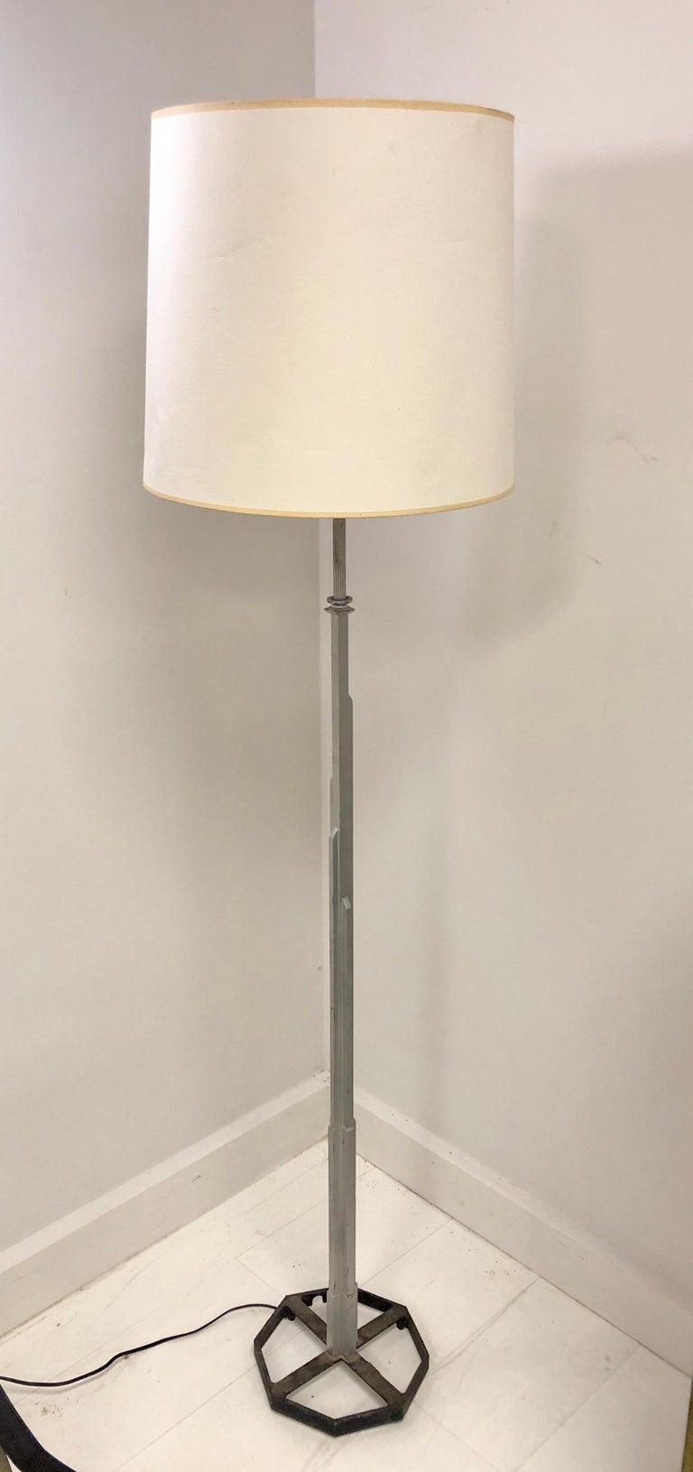 Silvered metal floor lamp, circa 1930. Measure: Base is 10