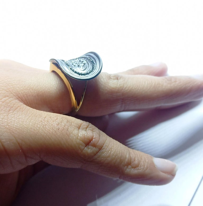 Want Facelift? Amaze Yourself with Contemporary Colored Diamond Cocktail Ring For Sale 8