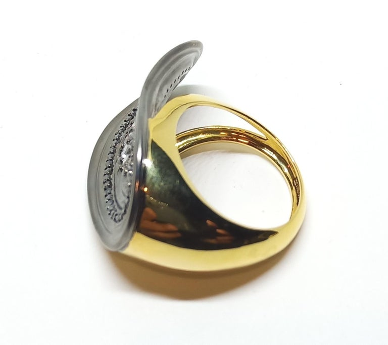 Women's Want Facelift? Amaze Yourself with Contemporary Colored Diamond Cocktail Ring For Sale