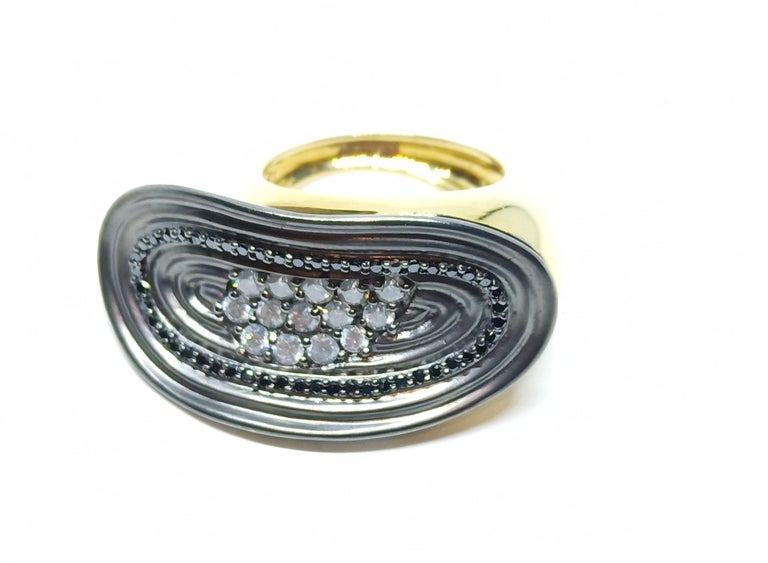 Want Facelift? Amaze Yourself with Contemporary Colored Diamond Cocktail Ring For Sale 2