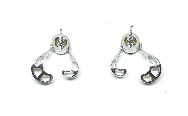 Want Facelift? Amaze Yourself with Contemporary Yellow Diamond Gold Earrings For Sale 5