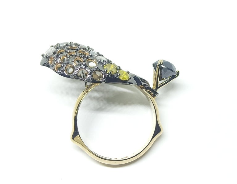 Want Facelift? Amaze Yourself with One of a Kind Color Diamond Gold Fashion Ring In New Condition For Sale In NEW DELHI, IN