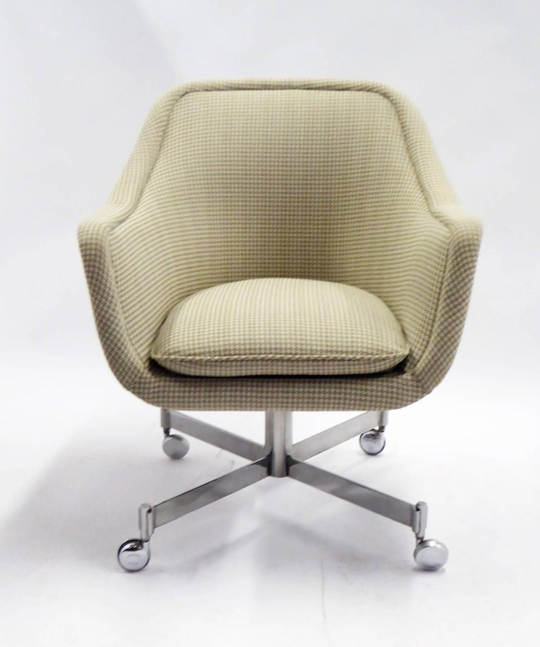 The Ward Bennett 1964 designed bumper desk chair, here reupholstered in a neutral beige Houndstooth fabric. This early Brickel Associates Bumper is a true bucket chair, with a design based on principles of the George Washington swivel chair: a short