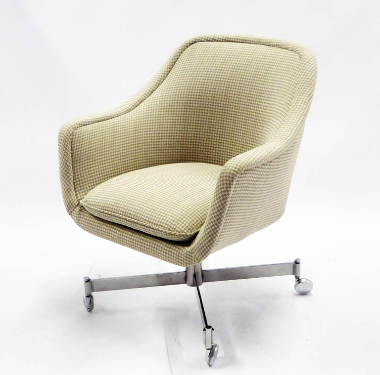 American Ward Bennett Bumper Office Chair in Houndstooth Brickel Associates For Sale