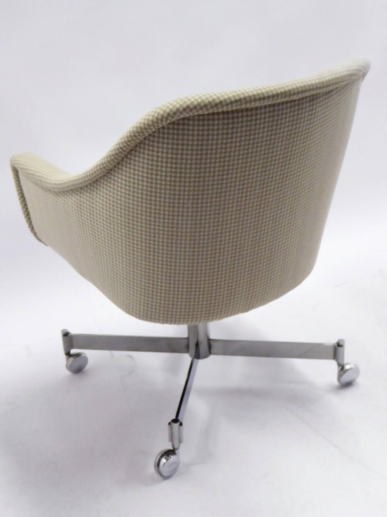 Ward Bennett Bumper Office Chair in Houndstooth Brickel Associates In Excellent Condition For Sale In Miami, FL