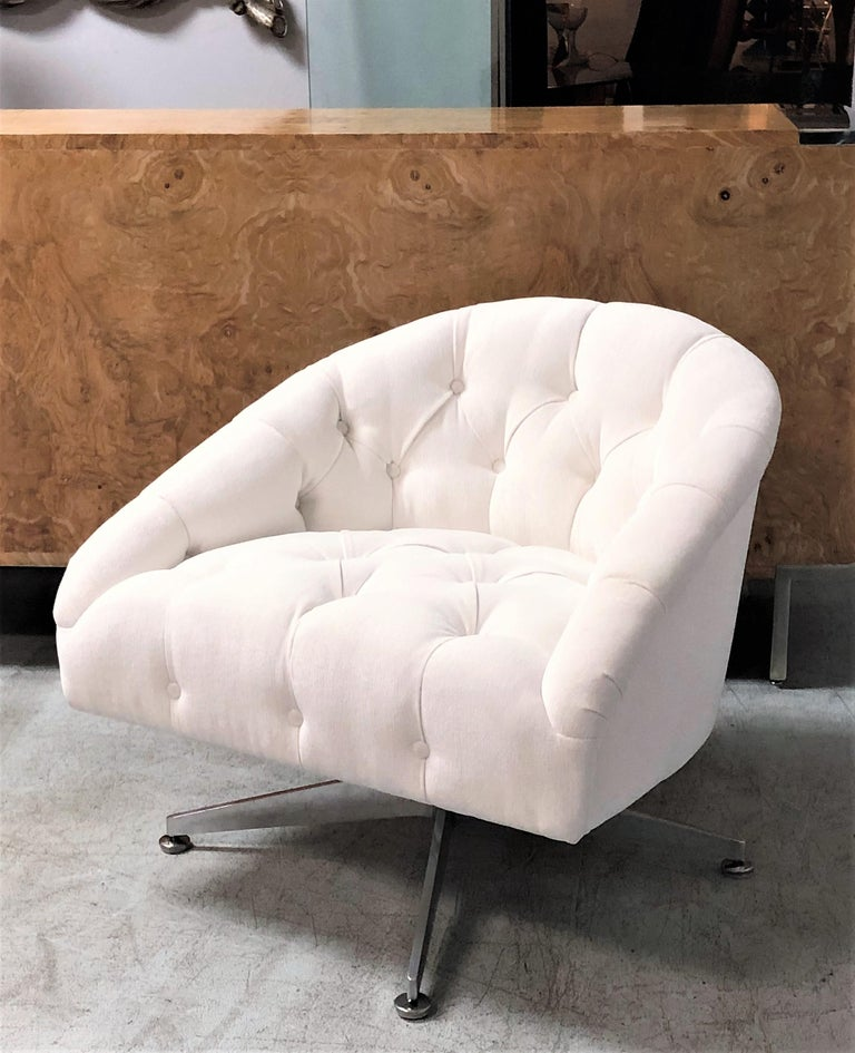 Ward Bennett Pair of Tufted Lounge Swivel Chairs, 1960s In Good Condition For Sale In Miami, FL