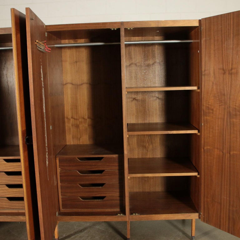 Wardrobe Walnut Veneer Wood Vintage, Italy, 1960s In Good Condition For Sale In Milano, IT