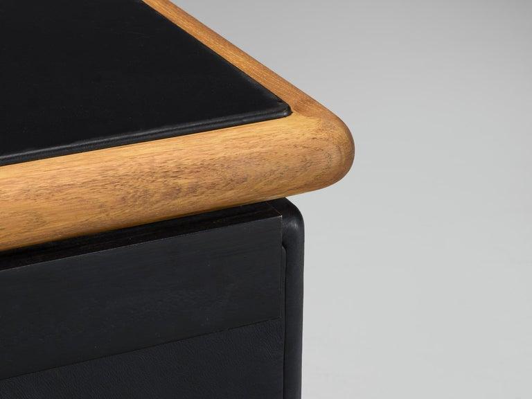 Warren Platner for Knoll Sideboard in Original Leather For Sale 3