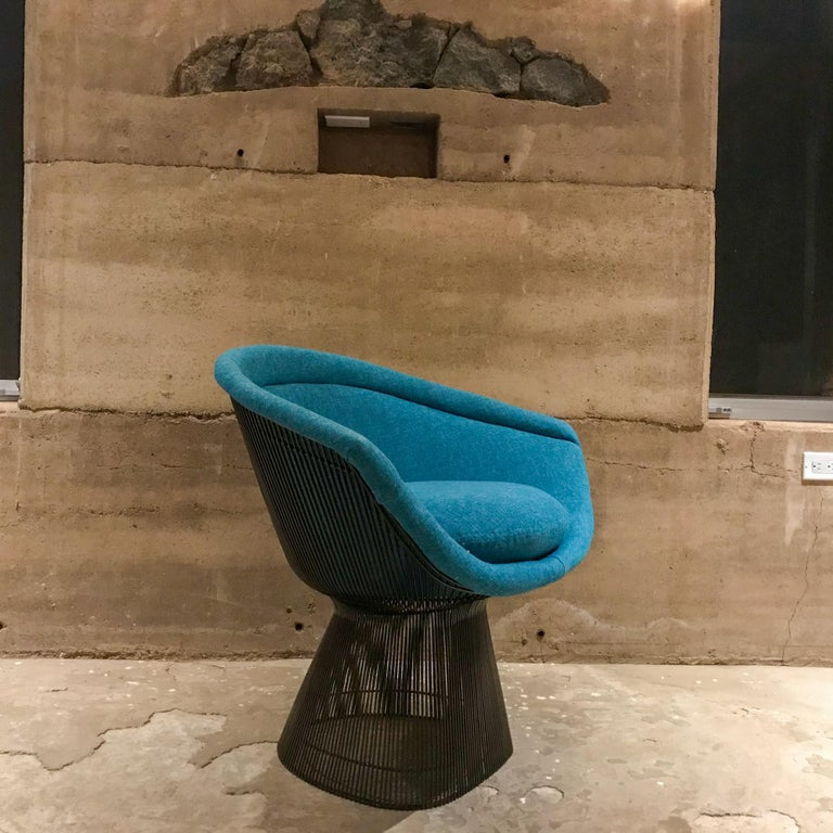 Warren Platner Inviting Teal Blue & Bronze Iconic Steel Knoll Lounge Chairs  For Sale 3