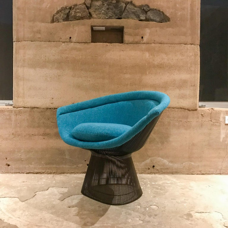 American Warren Platner Inviting Teal Blue & Bronze Iconic Steel Knoll Lounge Chairs  For Sale